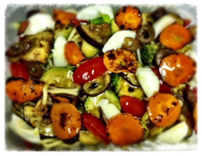 Espaguete com legumes tostados e muçarela de búfala