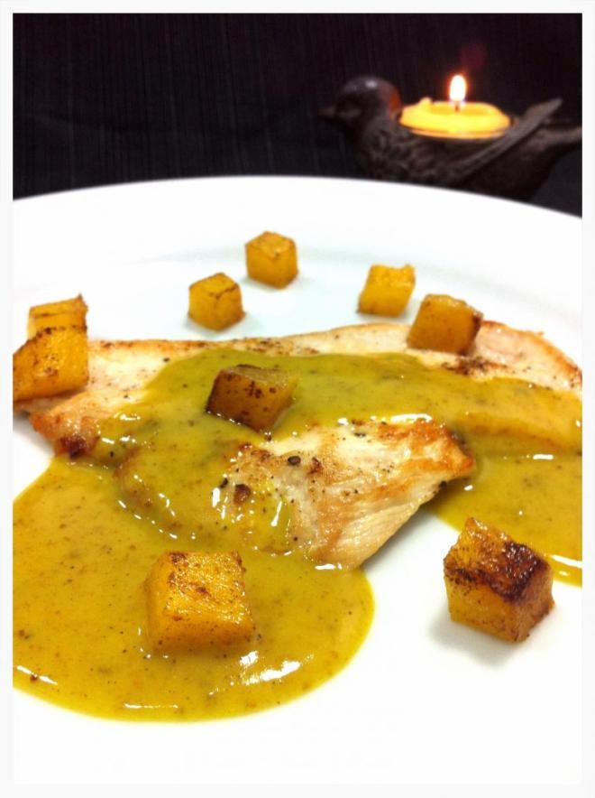 Molho ao curry com manga grelhada