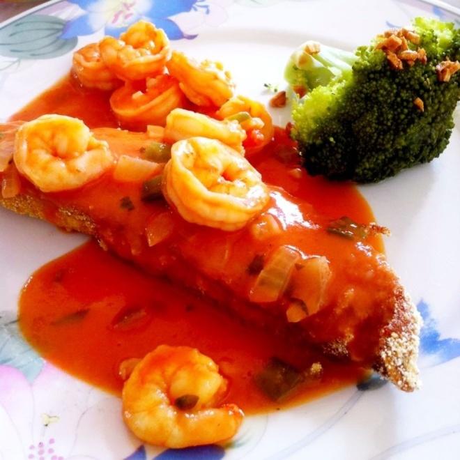 Peixe com molho de camarão